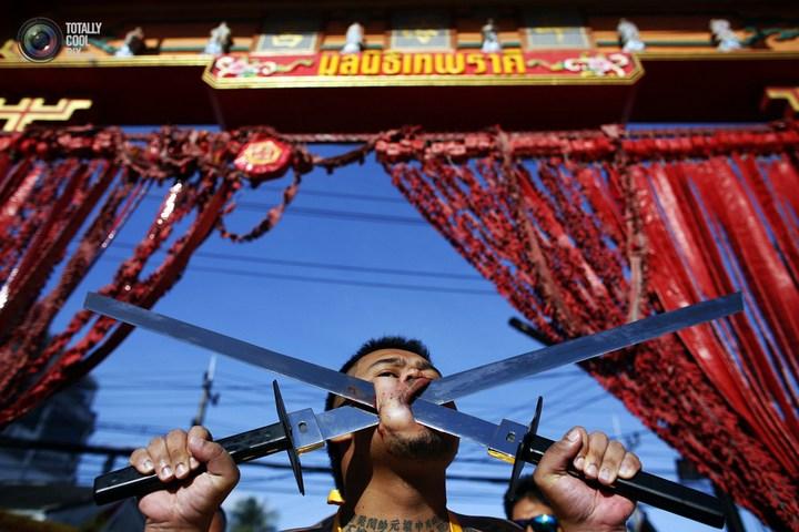 Вегетарианский фестиваль в Тайланде (21)