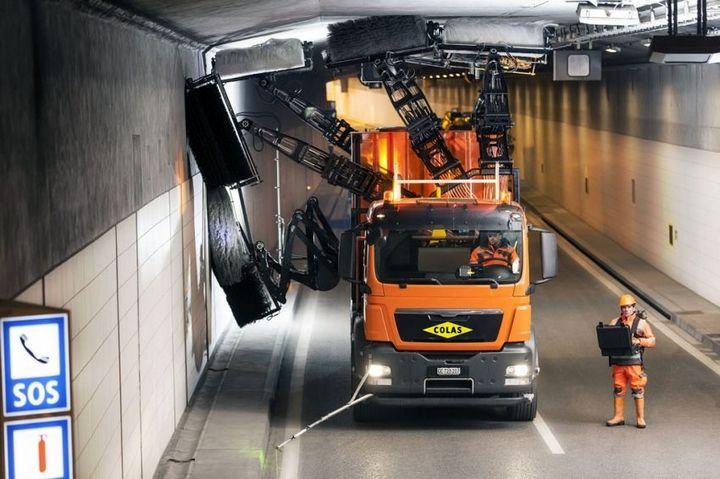 Уникальная спецмашина по очистке тоннелей (1)
