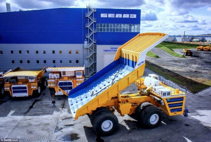 БелАЗ–75710 — самый большой грузовик в мире (4)