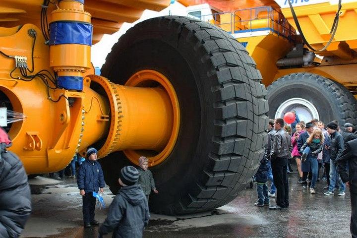БелАЗ–75710 — самый большой грузовик в мире (3)