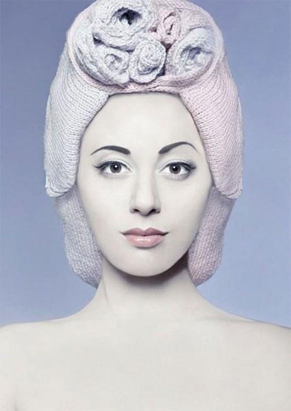 Женские вязаные шапочки парики. Вязаная шапка в виде парика (3)