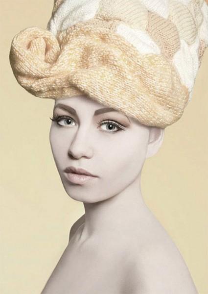 Женские вязаные шапочки парики. Вязаная шапка в виде парика (6)