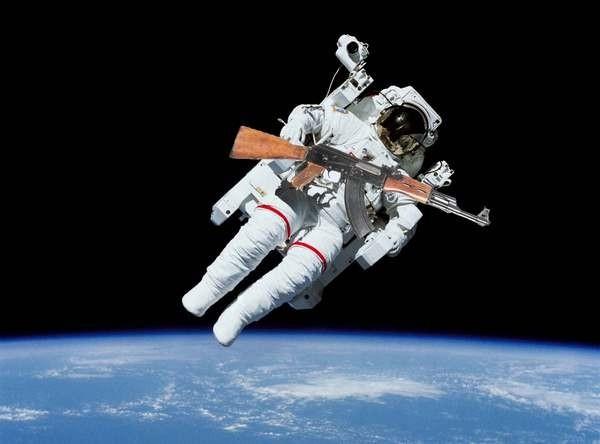 Что будет если выстрелить в космосе?