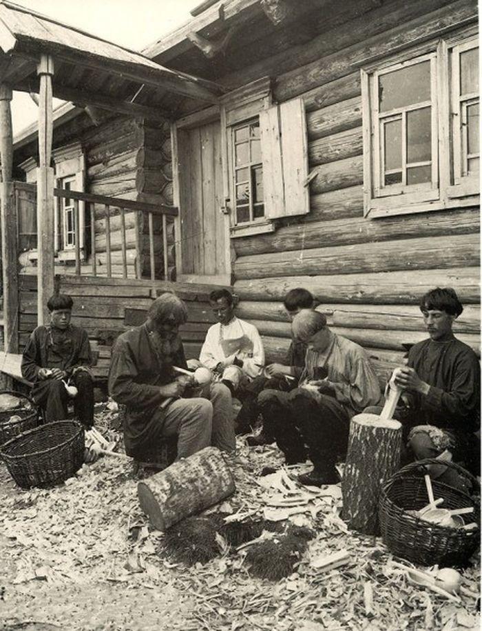 Чем занимались крестьяне начала прошлого столетия, какую работу они выполняли (9)