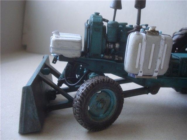 Реалистичная модель трактора из бумаги (16)