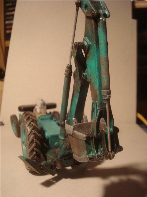 Реалистичная модель трактора из бумаги (19)