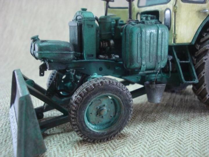 Реалистичная модель трактора из бумаги (7)