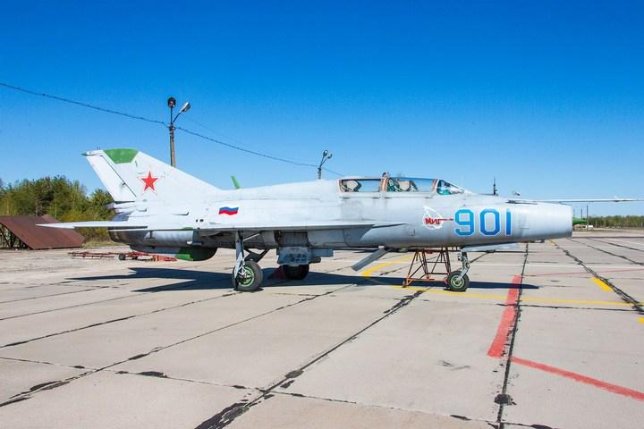 МиГ-21 в фотографиях, изнутри и снаружи (18)
