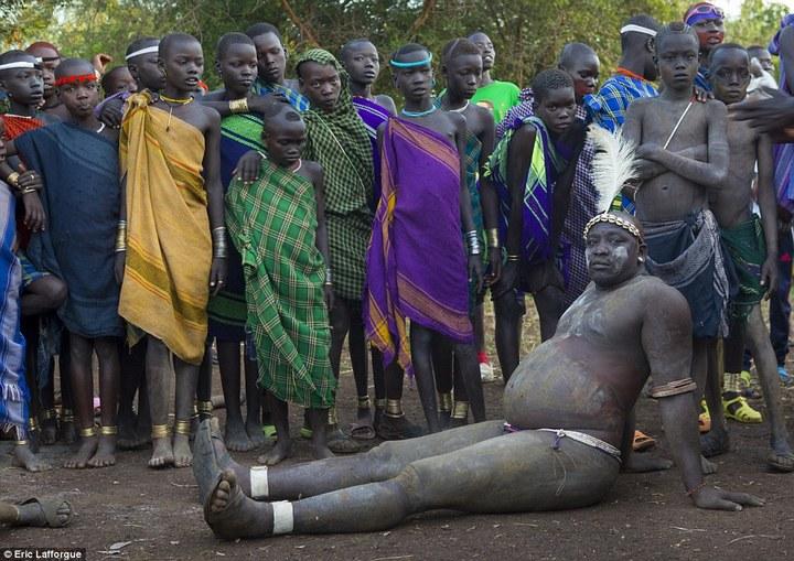 Необычный ритуал племени Омо из Эфиопии (2)
