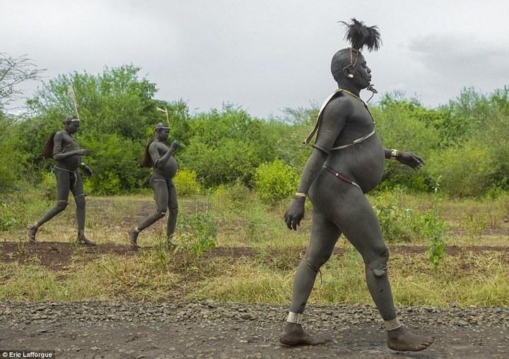Необычный ритуал племени Омо из Эфиопии (6)