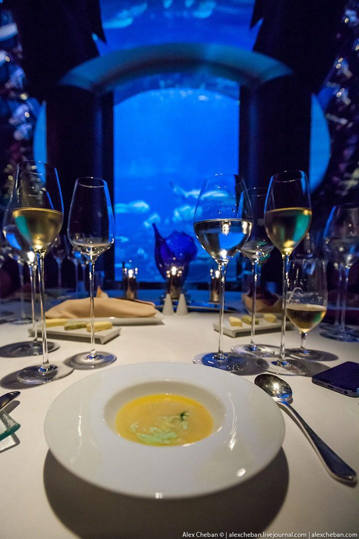 Необычный ресторан-аквариум в отеле «Бурж Аль Араб» (6)