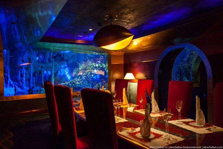 Необычный ресторан-аквариум в отеле «Бурж Аль Араб» (10)