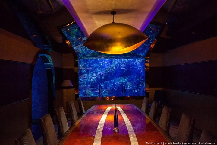 Необычный ресторан-аквариум в отеле «Бурж Аль Араб» (11)