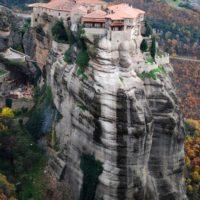 «Воспарившие над землей» монастыри Метеоры… (13 фото)