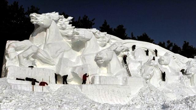 Удивительные снежные скульптуры (5)