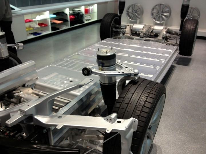 Как устроен электромобиль Tesla Model S (6)