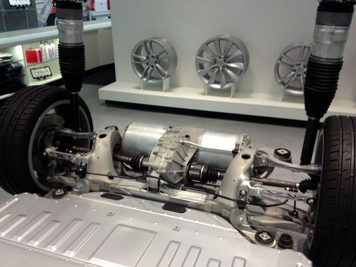 Как устроен электромобиль Tesla Model S (7)