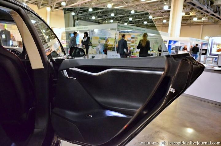 Как устроен электромобиль Tesla Model S (13)