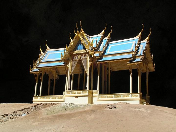 Необычная пещера Пхрая Након в Таиланде (5)