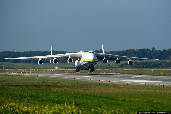 Ан-225 «Мрия» - самый большой самолет в мире (2)