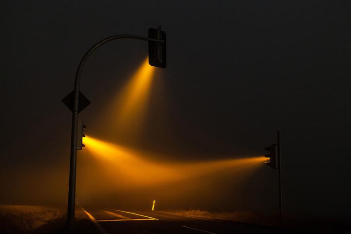Красивые ночные снимки света от светофора (3)