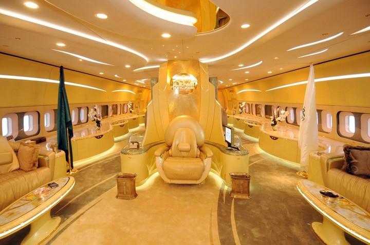 Личный самолет принца аль-Валид ибн Талал ибн Абдулазиз ас-Сауда, Золотой самолет арабского принца (1)