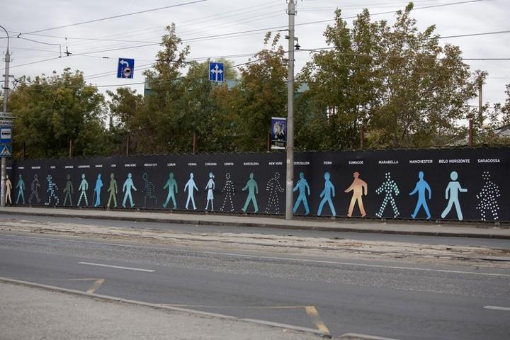 The Walking Men – идущие зеленые человечки со светофоров пешеходного перехода (9)