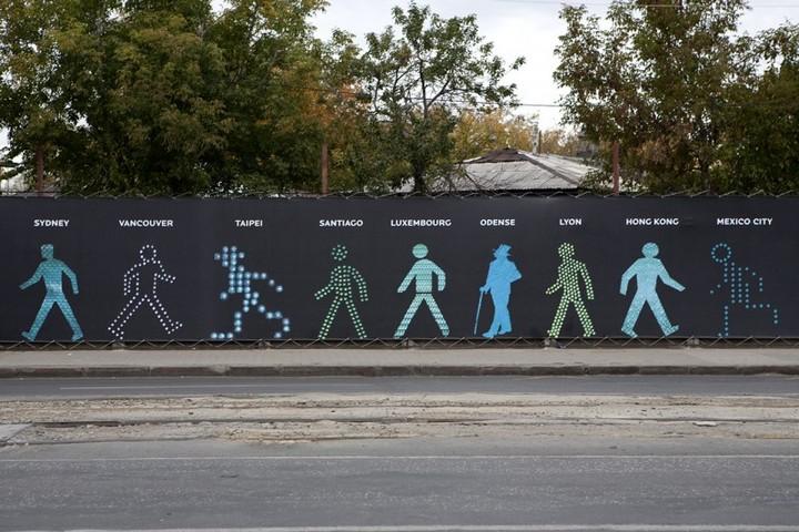 The Walking Men – идущие зеленые человечки со светофоров пешеходного перехода (10)