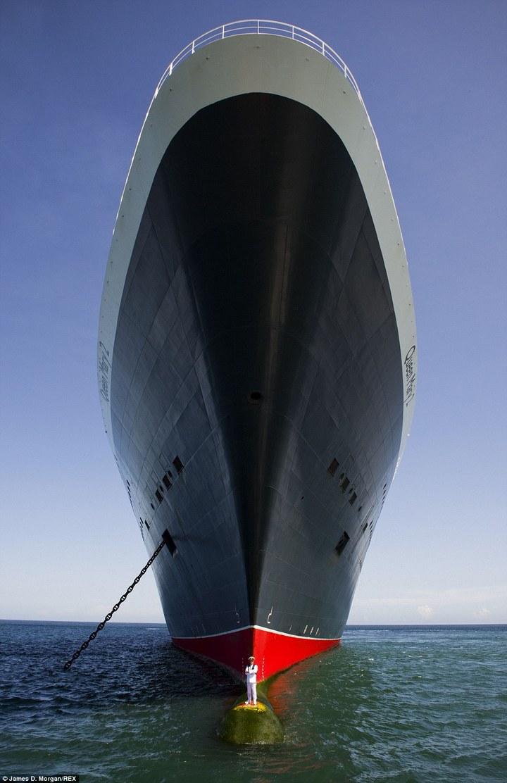 Удивительная фотосессия капитана круизного лайнера Queen Mary-2 (1)
