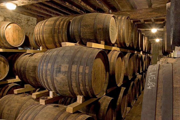 На Аляске обнаружено хранилище бочек со спиртом 160-летней давности