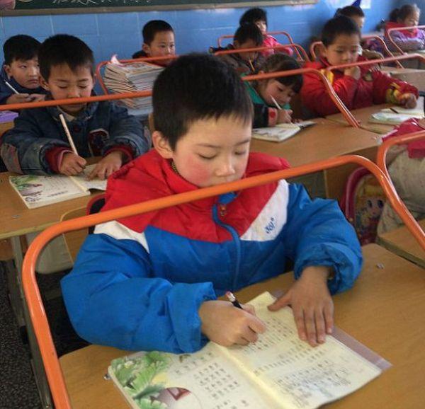 Необычные парты в китайской школе (2)