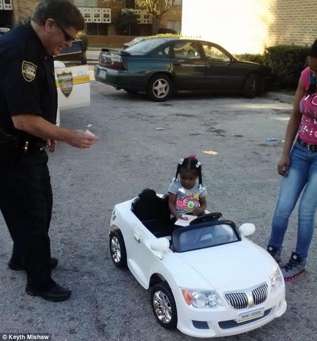 В США оштрафовали ребенка за вождение детского автомобиля (2)