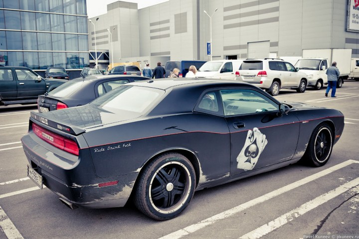 Dodge Challenger с креативной раскраской (1)