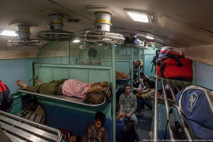 В общем вагоне индийского поезда (5)
