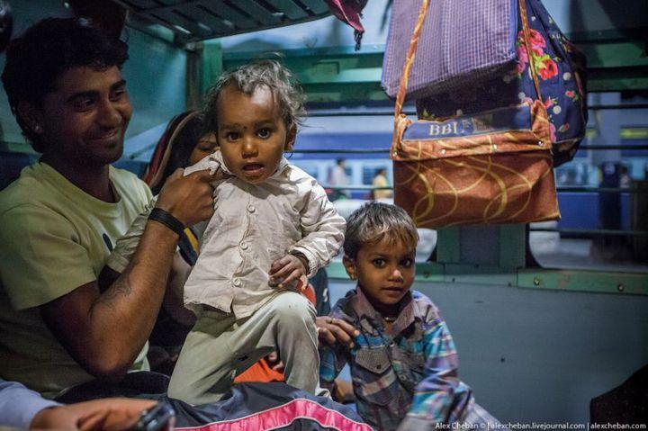 В общем вагоне индийского поезда (10)