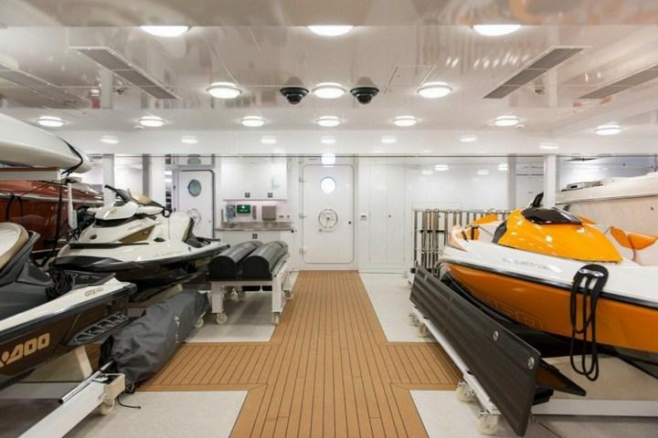 Шикарная яхта за 1.300.000$ в неделю (17)