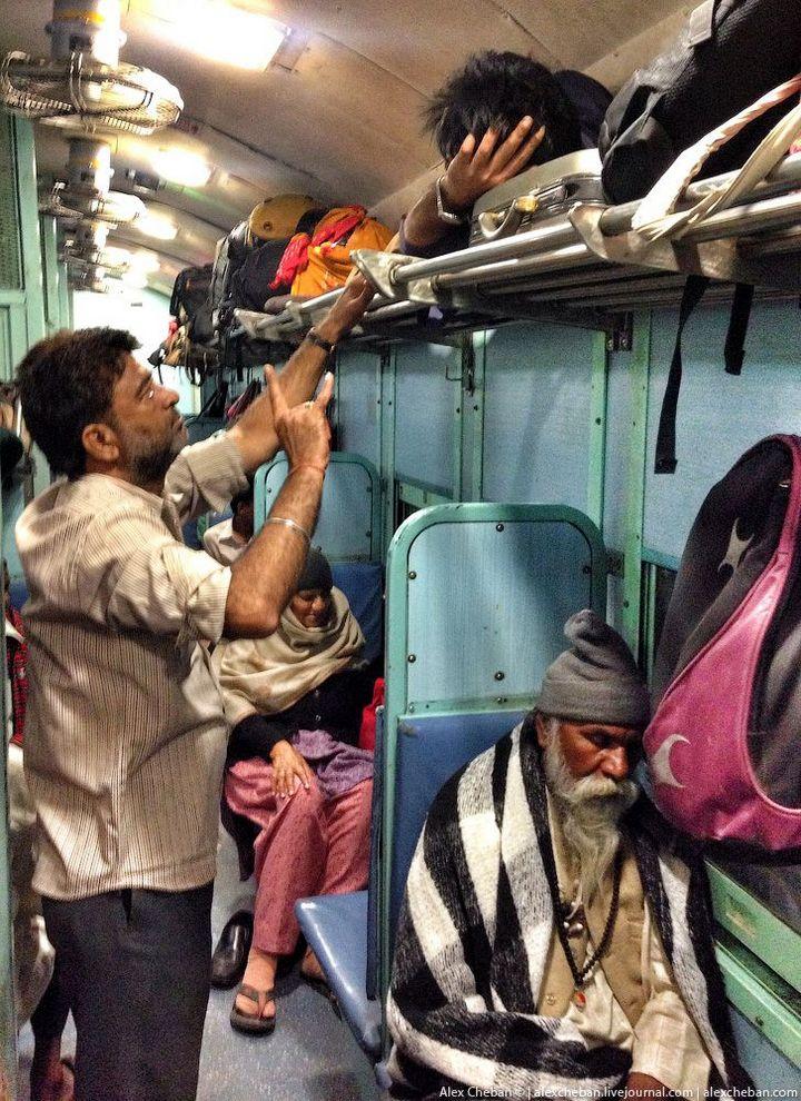 В общем вагоне индийского поезда (17)