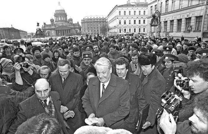 Фото Путина в начале карьеры, Путин и Собчак (4)