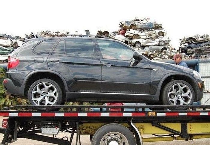 Превращение BMW X5 в груду металлолома (1)