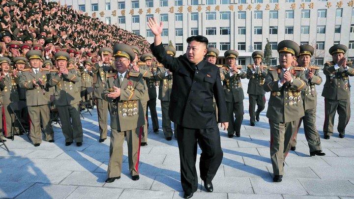 Ким Чен Ын и народное обожание (5)