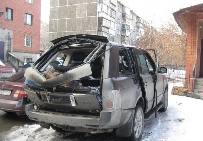 Последствия взрыва газового баллона в автомобиле (2)