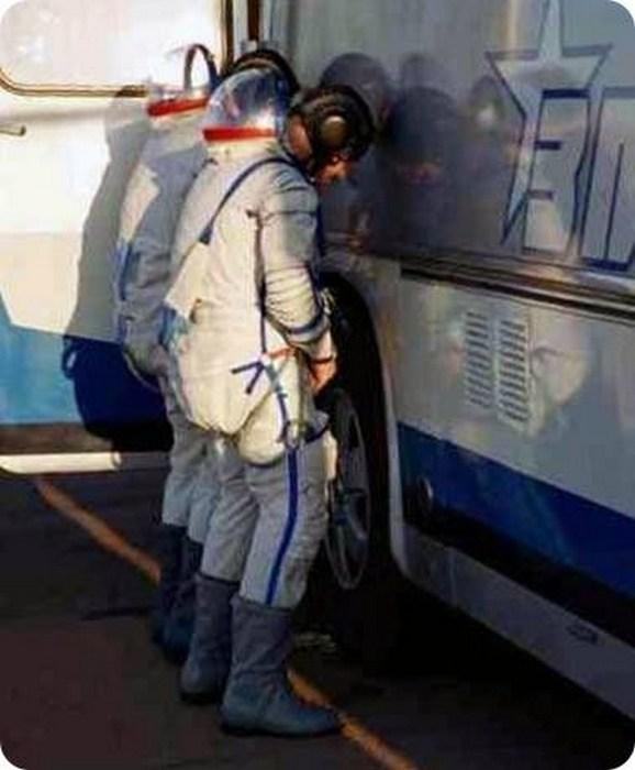 Как космонавты ходят в туалет (3)
