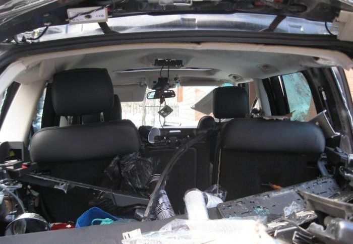 Последствия взрыва газового баллона в автомобиле (4)