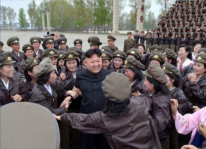 Ким Чен Ын и народное обожание (3)