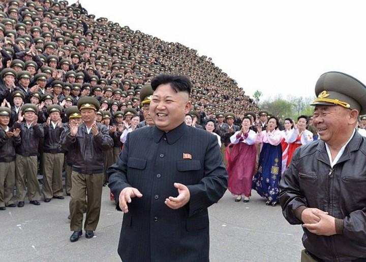 Ким Чен Ын и народное обожание (7)