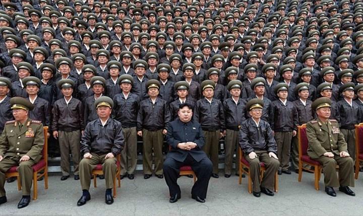 Ким Чен Ын и народное обожание (8)