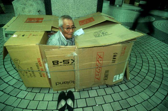 Коробочные люди на станции Синдзюку (15)