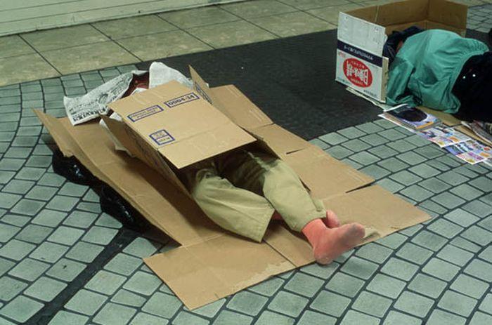 Коробочные люди на станции Синдзюку (11)