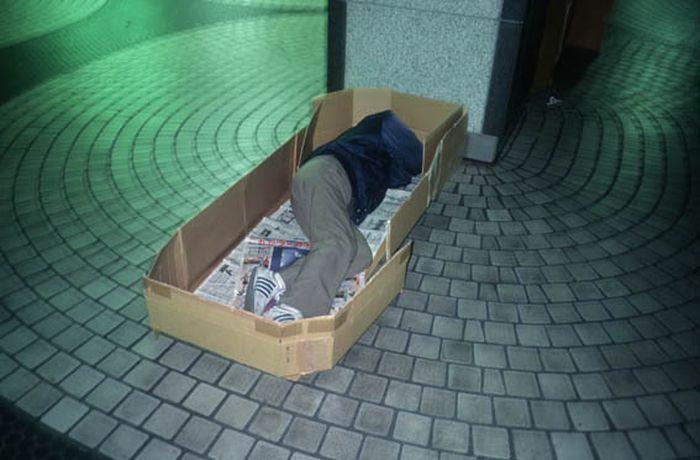 Коробочные люди на станции Синдзюку (1)