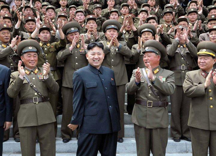 Ким Чен Ын и народное обожание (6)